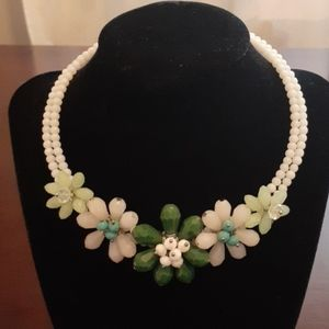 NWT! GLASS BEAD FLOWERS FOR SPRING NECKLACE
